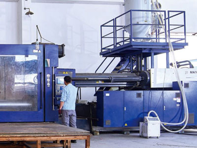 Large products injection molding workshop